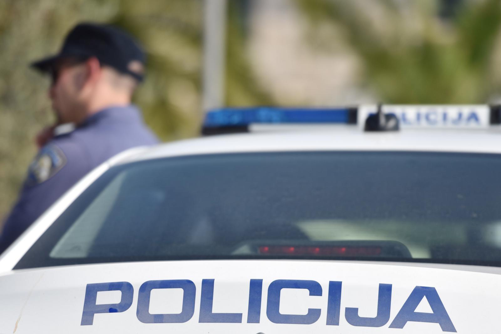 HRT: Uhićen vlasnik kuće u kojoj se okupilo 300 osoba