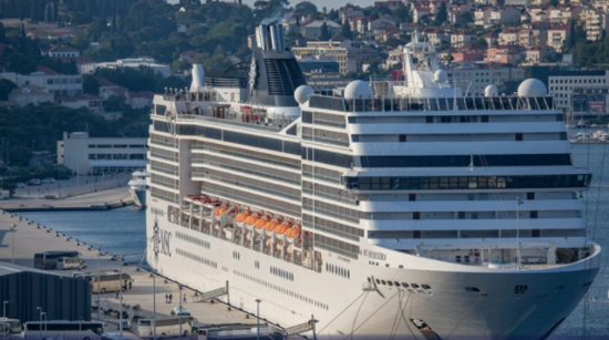 The first cruise ship arrives in Dubrovnik